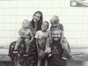 loving-lately-family-photo